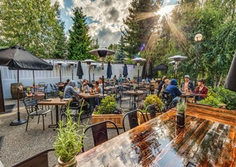 Stoonesedge pet friendly restaurant in whistler
